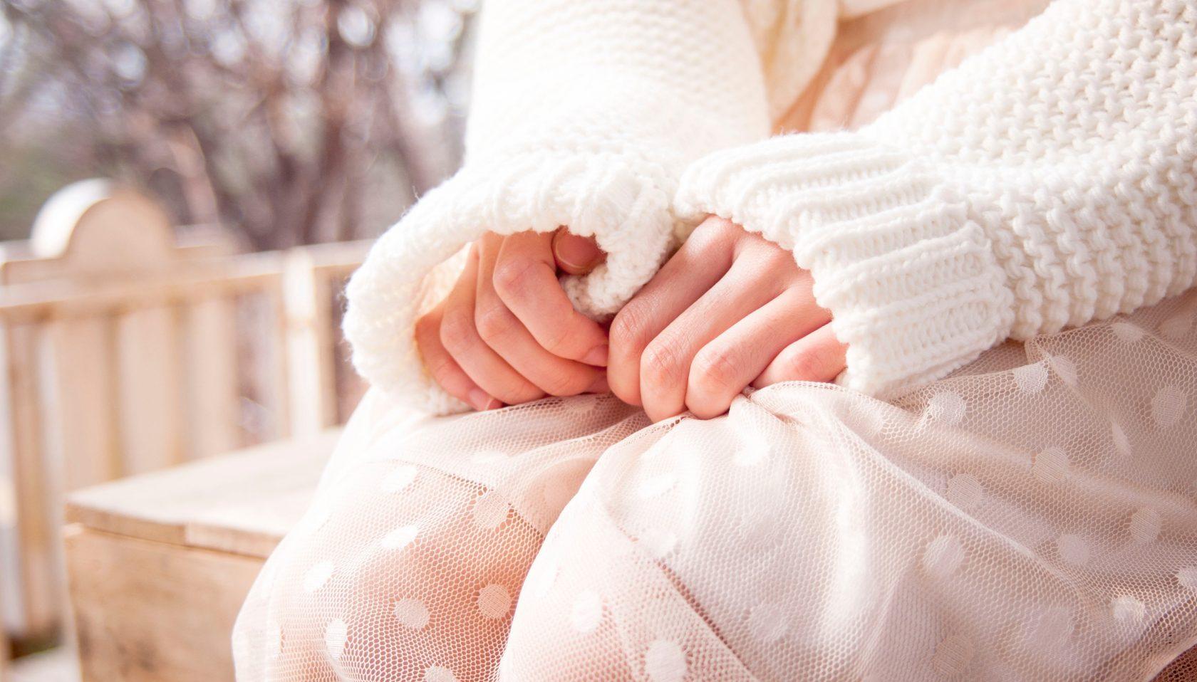 Ken je dat je gevoel wanneer de angst op je buik slaat? Jij voelt je dan misschien verstopt en opgeblazen. Weet je dat je wanneer je stress ervaart je darmen niet zijn gebruikelijke taak van verteren uit voeren maar hoe los je de stress op? En laat je jouw buik weer werken zoals het moet? De spanning slaat op je buik dat komt omdat stress/angst een kramp veroorzaakt. Spanning, stress en angst zijn krampen, en omdat bij jou je buik dit de signaal/tigger plek is voel jij het daar. Het is een signaal van je lichaam aan jou dat er iets niet helemaal lekker gaat in je darmen. Die tigger heeft twee componenten. Laten we het even 1 en 2 noemen om het simpel te houden. 1: de darm zelf die heeft geleden onder de spanning is overgevoelig geworden waardoor nu zijn signalen nog duidelijker afgeeft. 2: de darm zelf is een oorzaak geworden van stress waardoor er waarschijnlijk ziekte is ontstaan en het nu echt zorgt behoeft.